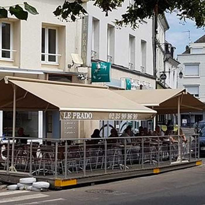 Devanture et terrasse extérieure Pizzeria Le Prado Gournay en Bray restauration rapide