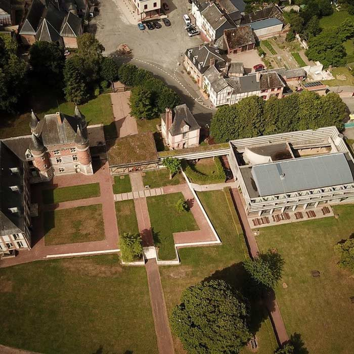 Vue aérienne du Domaine du Manoir d'Argueil village vacances