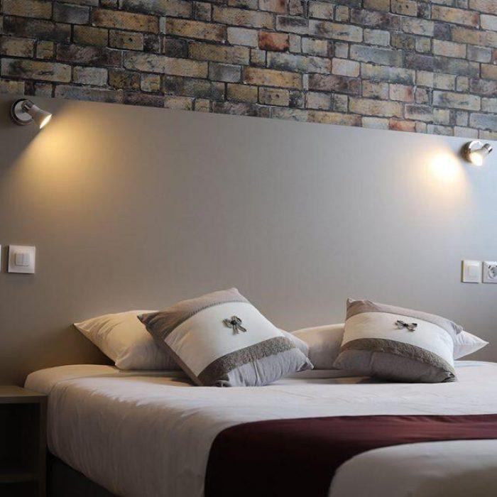 Lit double Hôtel de Normandie à Gournay-en-Bray