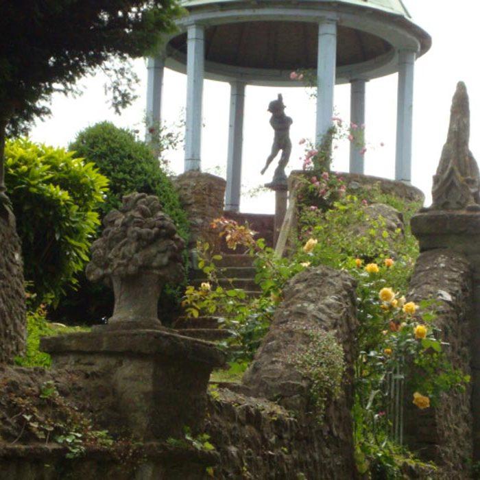 Carrousel et Statue Jardin Le Sidaner Gerberoy Nature